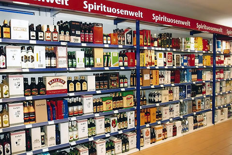 Umzug in eine größere Lagerhalle, Eröfnung Getränke-Großmarkt